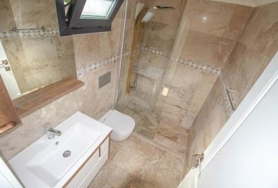 well-fitted-bathroom