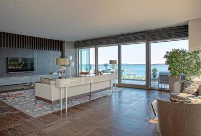 living-area-with-access-to-sea-view-balcony