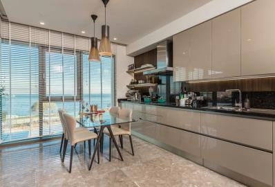 modern-fitted-kitchen-and-dining-area