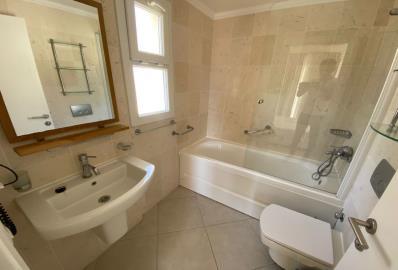 lovely-family-bathroom