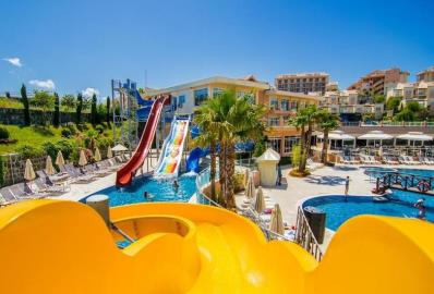 pools-with-water-park