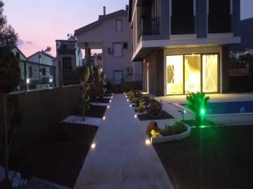 garden-at-night