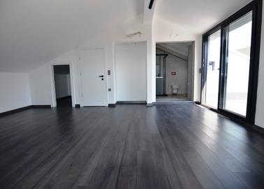 large-top-floor-bedroom