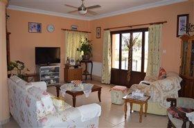 Image No.2-Bungalow de 3 chambres à vendre à Pervolia
