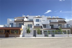 Image No.0-Appartement de 2 chambres à vendre à Paralimni