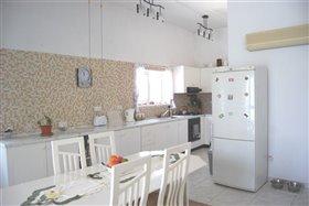 Image No.2-Villa de 4 chambres à vendre à Peyia