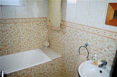 5-family-bathroom-a
