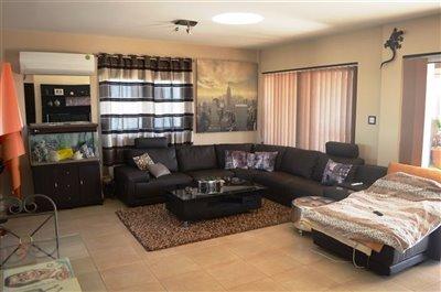 2-lounge-area-a