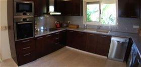 Image No.8-Villa de 5 chambres à vendre à Ayios Tychonas