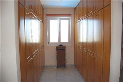 8-master-walk-in-wardrobe