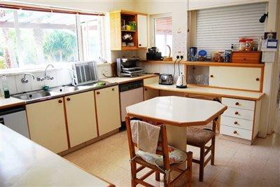 06-kitchen-area-view-1