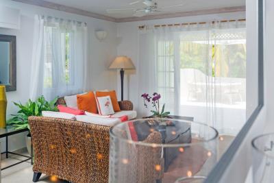 St-Lucia-Homes---CAP131---Villa-Cyrus---Livingroom-dining-kitchen-1