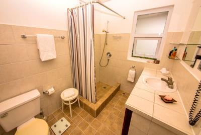 St-Lucia-Homes-Summerbreeze-Bathroom-6-850x570