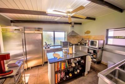 St-Lucia-Homes-Summerbreeze-Kitchen-5-850x570
