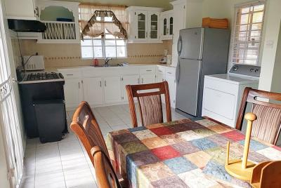 st-Lucia-homes-bea025-kitchen