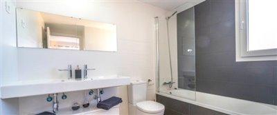 B6-2_La_Recoleta_Punta_Prima_bathroom_031Piloto