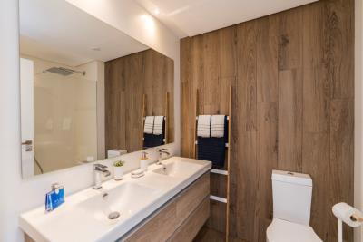B9_1_Pier_apartments_Sotogrande_Bathroom_Mz-2020