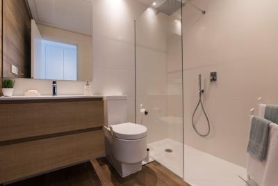 B10_Pier_apartments_Sotogrande_Bathroom_Mz-2020