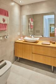 B12-2-SUNSET-Ibiza-bathroom