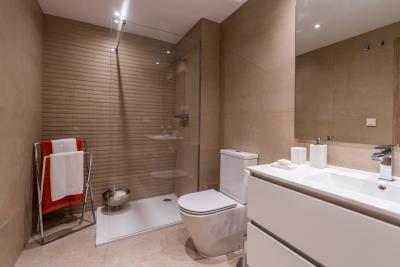 B6_Sun_Valley_apartments_Cala-Resort_bathroom_Oct-2020