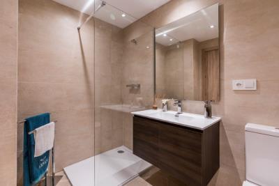 B7_Sun_Valley_apartments_Cala-Resort_bathroom_Oct-2020
