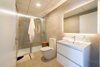 B6-Iconic-Gran-Alacant-bathroom_May-21