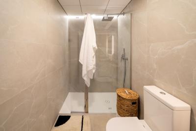 B7-Iconic-Gran-Alacant-bathroom_May-21