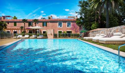 A6-IKAT-Ses-Salines-pool