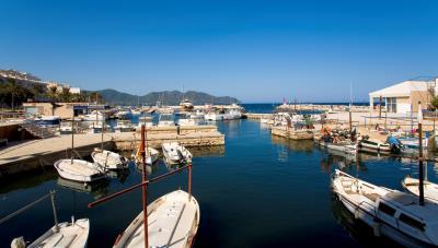 C8-Port-Blau-Cala-Bona-harbour