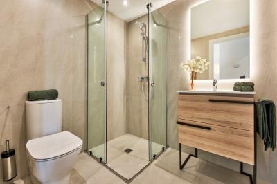B12-2-Port-Blau-bathroom