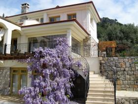 Image No.1-9 Bed Hotel for sale