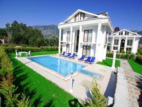 Ovacik, Villa
