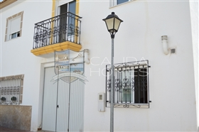 Image No.0-3 Bed Duplex for sale