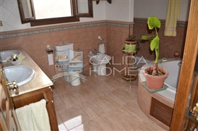 Image No.14-6 Bed House for sale