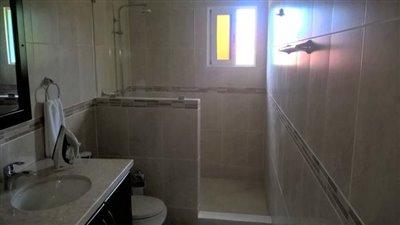 3-bathroom3a