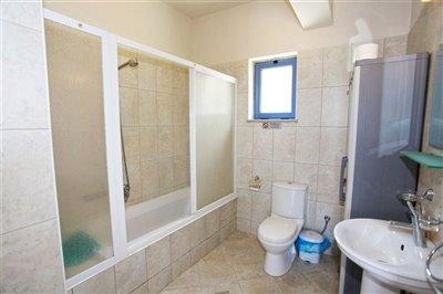 21mainbathroom-1566396363