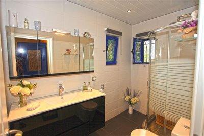 20bathroom-1605954539