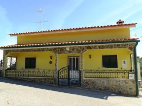 Image No.1-Maison de campagne de 3 chambres à vendre à Pedrógão Grande