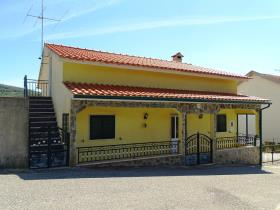 Image No.0-Maison de campagne de 3 chambres à vendre à Pedrógão Grande