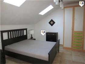 Image No.9-3 Bed House for sale