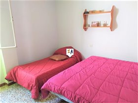 Image No.8-4 Bed Property for sale