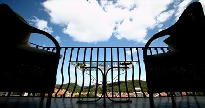 6--terrace-mountain-views_resize