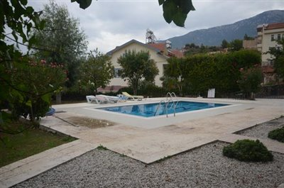 23--communal-pool-and-gardens_resize