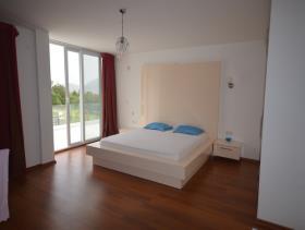 Image No.12-5 Bed Villa / Detached for sale