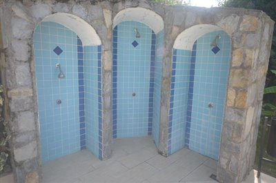 3-poolside-showers_resize