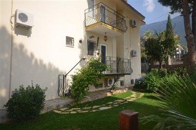 5--kitchen-balcony-and-garden-area_resize