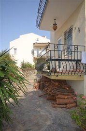 10b--lounge-balcony_resize