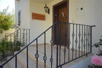 6--entrance-porch_resize