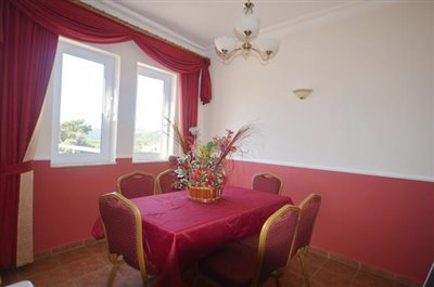 11--dining-area_resize