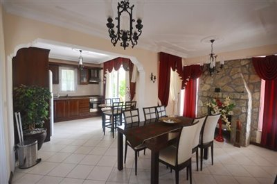 7--dining-area-to-kitchen_resize